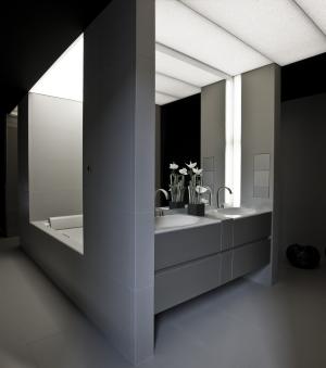 Il bagno secondo armani complementi di arredo per for Arredo spogliatoi