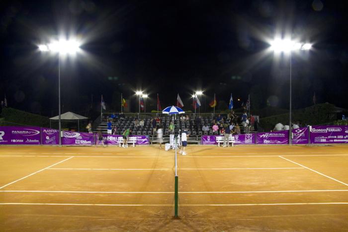 Careca: impianto di illuminazione a led per campo da tennis