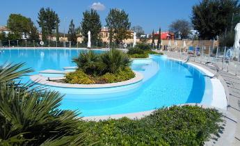 Bluepool nuova piscina in un villaggio turistico for Piscine da sogno e da record
