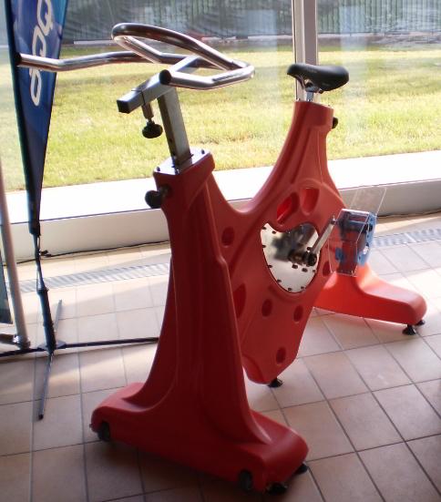 Attrezzi per acquagym sun bike sport industry directory for Attrezzi per piscina