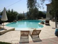 PISCINA PRIVATA CON BORDO A SFIORO MORELLO ELITE
